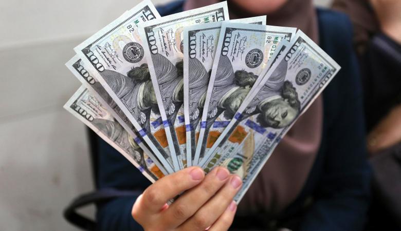 الدولار يواصل تراجعه الكبير مقابل الشيقل
