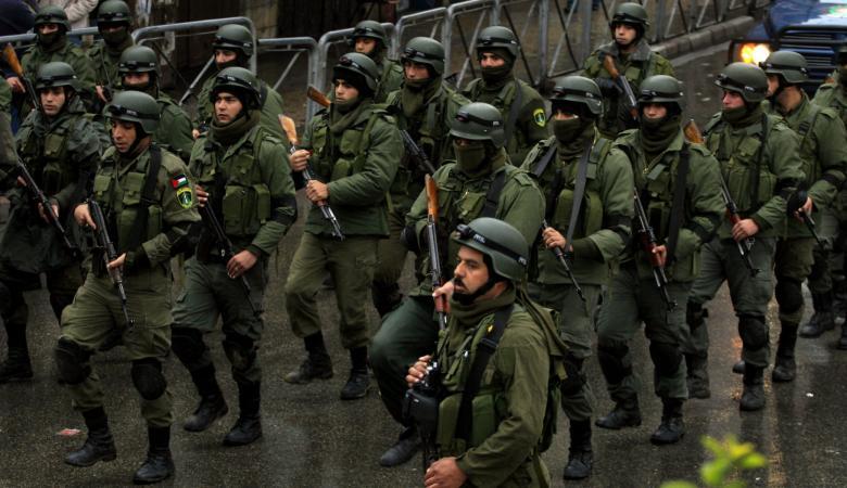 """مصدر امني ينفي تسليم السلاح ويؤكد : حرب نفسية تقودها"""" اسرائيل """""""