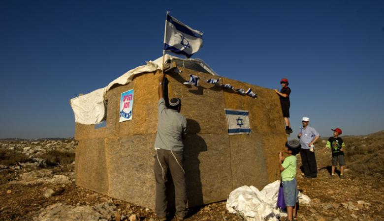 المستوطنون يجرفون اراضي في بيت لحم لاقامة بؤرة استيطانية