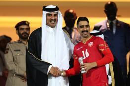 شاهد ..أمير قطر يتوج منتخب البحرين بكأس الخليج