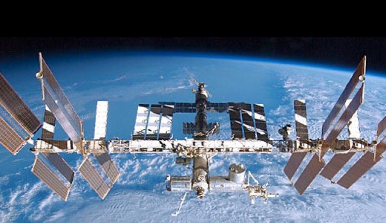 ناسا ترصد كائنا غريبا فتقطع البث من المحطة الفضائية