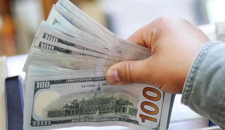 الدولار يتراجع مقابل الشيكل