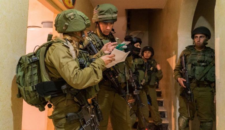 الاحتلال يعتقل 17 مواطناً  من الضفة الغربية فجر اليوم