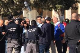 """شاهد: قائد شرطة الاحتلال يتقدّم اقتحاما """"استفزازيا"""" لقبة الصخرة"""