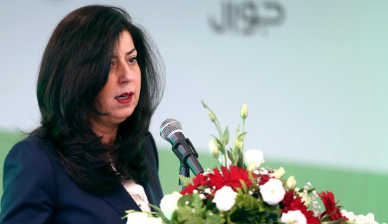وزيرة الاقتصاد تؤكد توفر السلع الأساسية وتدعو المواطنين لاستهلاك المنتجات الوطنية