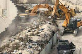 جرافات الاحتلال تهدم بنايات قيد الأنشاء في مخيم شعفاط شمال القدس