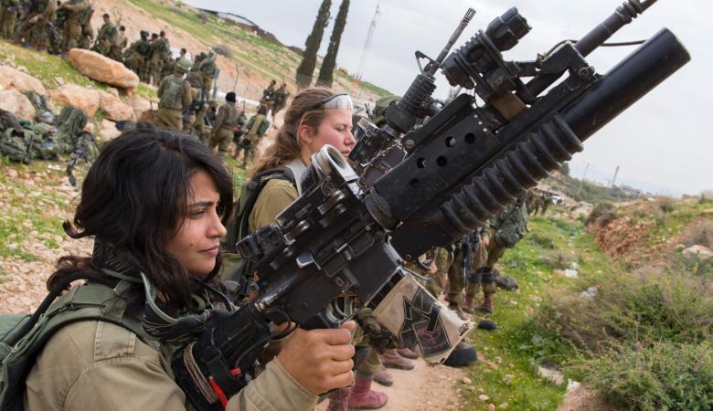 مجهولون يستولون على آلاف الطلقات النارية وعشرات القذائف من قاعدة عسكرية إسرائيلية