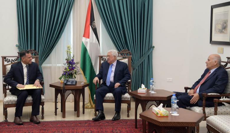 رسالة من سلطان عُمان الى الرئيس عباس