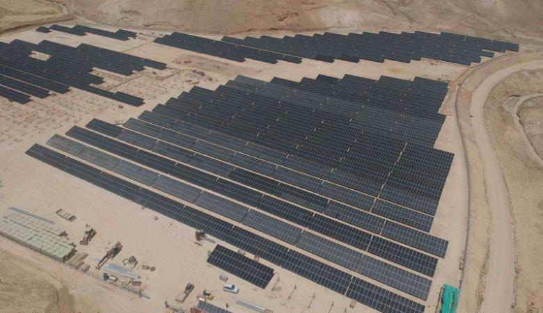 الفلسطينيون ينجحون في انشاء أكبر مشروع للطاقة الشمسية في اخفض بقعة في العالم