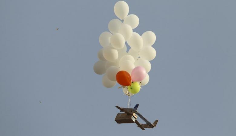 """عودة إطلاق """"البلالين"""" من غزة..حماس: الهدوء انتهى و""""إسرائيل"""" تتوعد"""