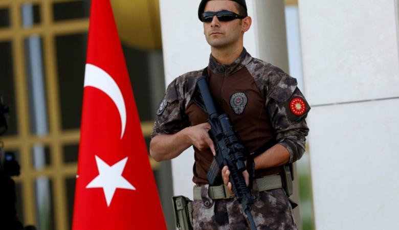 إحالة جندي تركي إلى القضاء على خلفية تعذيبه قطة!