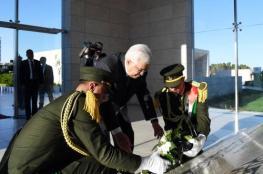 الرئيس يضع إكليلا من الزهور على ضريح الراحل الشهيد ياسر عرفات لمناسبة العيد