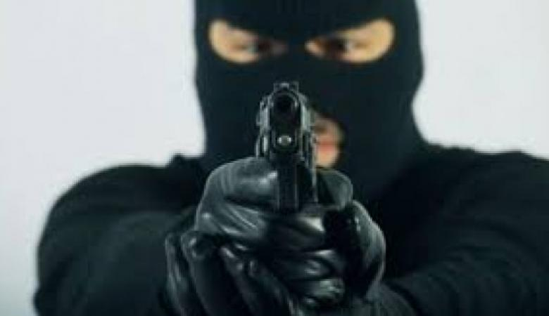 """جنين : مسلحون هاجموا سيارة مواطن وتمكنوا من سرقة مبلغ يزيد عن """" 10 """" آلاف شيكل"""
