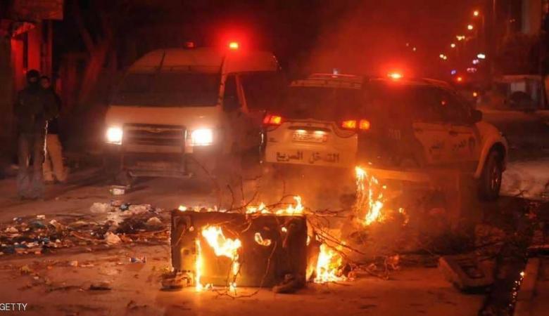 تونس : المحتجون يواصلون التظاهر ومواجهات ليلية مع قوى الأمن
