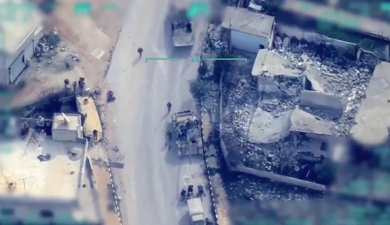 شاهد ..مسيرات تركية تقتل العشرات من النظام السوري في ادل