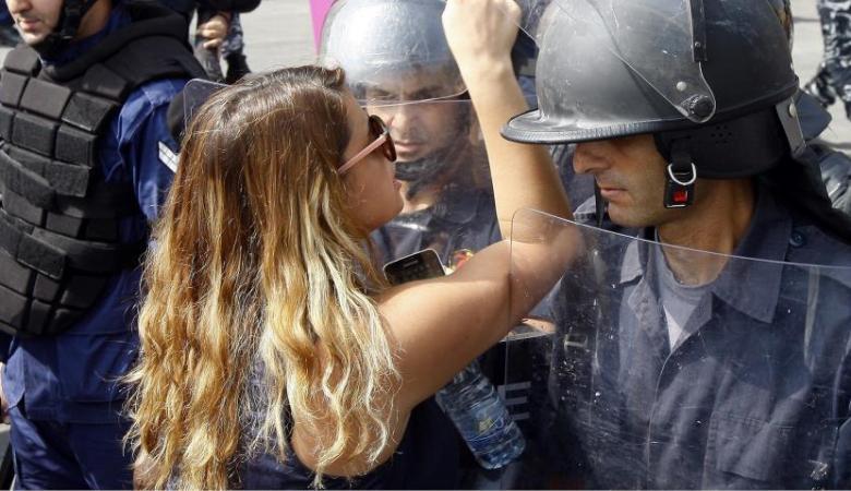 اللبنانيون ينتقدون تركيز الشعوب العربية على الحضور النسائي في المظاهرات