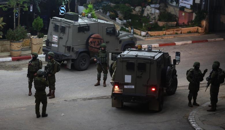 رام الله: الاحتلال يقتحم مقر مؤسسة لجان العمل الصحي ويعيث فيه خرابا