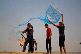 الاحتلال يقصف مجموعة من مطلقي الطائرات الورقية بغزة