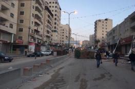 """شبان يغلقون الطريق الواصل ما بين القدس ورام الله """" قلنديا """""""