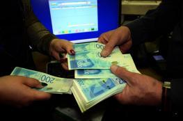 الحكومة تلمح لانتهاء الازمة المالية قريبا