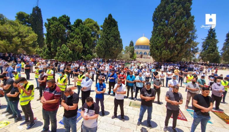 20 الف مواطن أدوا صلاة الجمعة في رحاب المسجد الأقصى