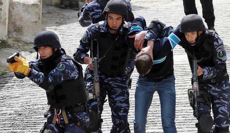 الشرطة تقبض على شخصين سرقا 190 ألف من مواطن في بيت ساحور صباح اليوم