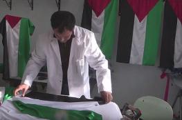 شاب تونسي يصنع أعلام فلسطينية ويوزعها مجاناً على المدارس