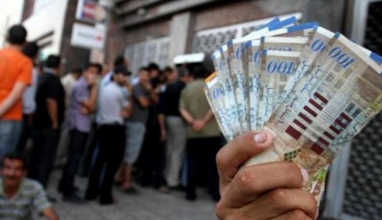 قرار يلزم البنوك الفلسطينية بصرف رواتب الأسرى وذوي الشهداء