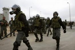 """قوات القمع تقتحم قسم الأسرى المضربين في سجن """"نفحة"""""""