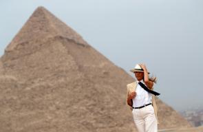 ميلانيا ترامب تصل مصر وتلتقي بالسيسي وزوجته وتزور الاهرامات