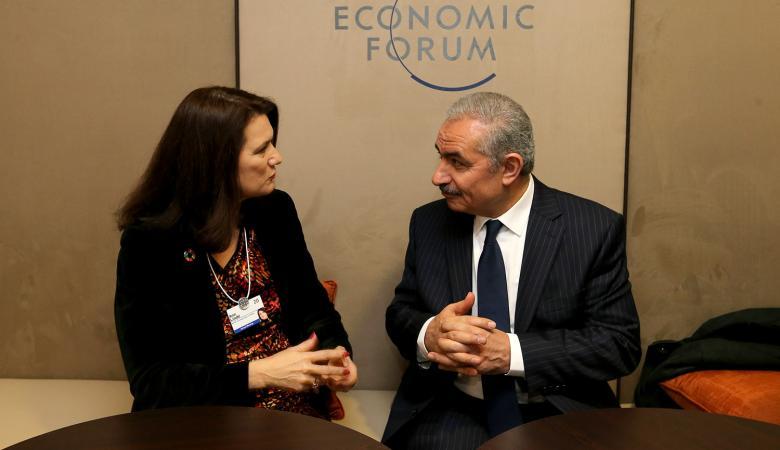 اشتيه في مؤتمر دافوس الاقتصادي : هدفنا خلق فرص وتمكين الشباب اقتصاديا