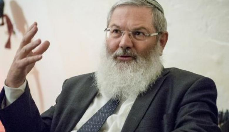 نائب وزير الحرب الاسرائيلي يطلب من ترامب عدم مصافحة الرئيس عباس.. لماذا؟