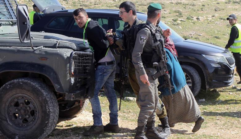 قوات الاحتلال تعتقل 8 مواطنين من الضفة الغربية فجر اليوم