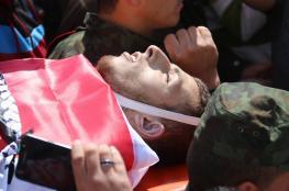 """آلاف المواطنين يشيعون جثمان الشهيد """" شحادة """" في نابلس"""