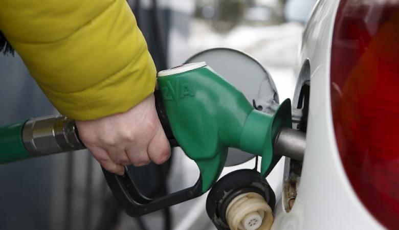 بدءا من الغد ....انخفاض على اسعار الوقود في الاراضي الفلسطينية
