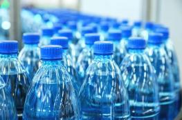 خبيرة تتحدث عن مخاطر صادمة لشرب المياه المعدنية