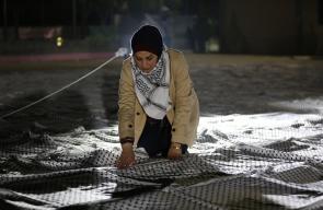 تجهيز اطول كوفية في العالم بطول 1400 متر في ساحة مدرسة الشهيد ياسر عرفات بمدينة دورا