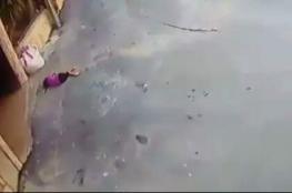 مصرع طفلة بعد سقوطها عن علو في غزة