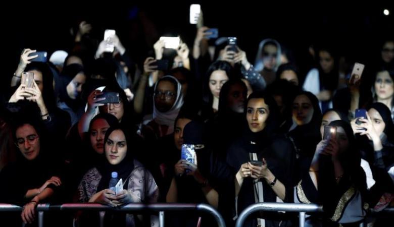 أميرة سعودية غاضبة من السعوديات على شباك تذاكر حفل كاظم الساهر وتصف ذلك بالفساد الأخلاقي