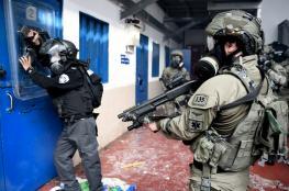 """قوات القمع الاسرائيلية تقتحم أقسام الاسرى في سجن """"عسقلان """""""