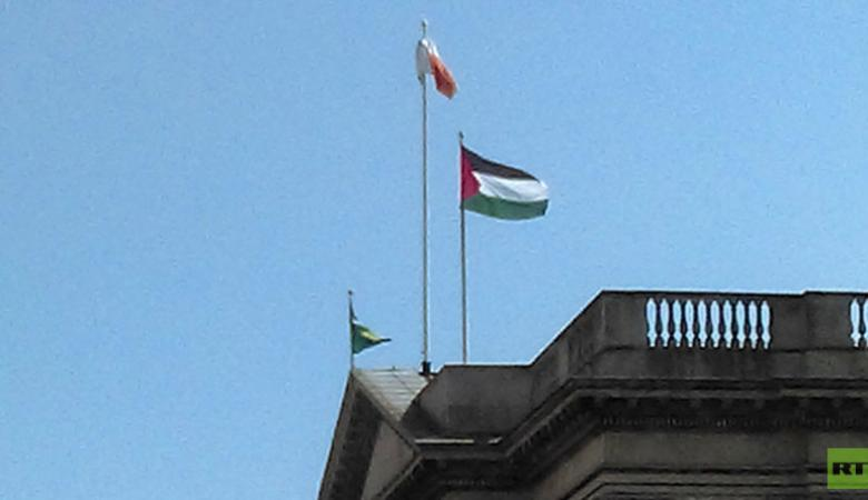 إحياء الذكرى 44 ليوم الأرض برفع العلم الفلسطيني فوق المنازل