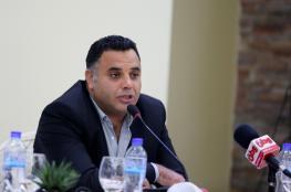 """رام الله : الاحتلال يقتحم منزل عضو مجلس ادارة """"وطن للانباء """" ويعتقل نجله"""