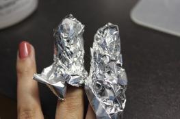 ماذا يحصل لو غلفت أصابعك بورق الالمنيوم؟
