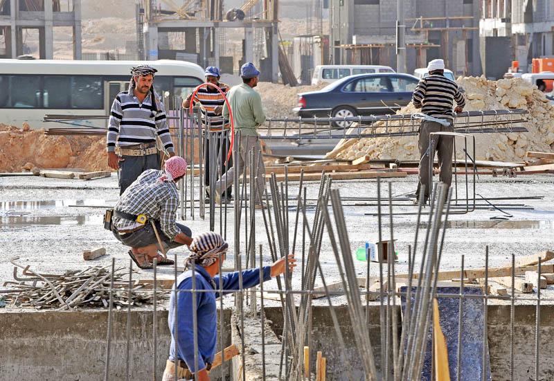 الكويت تعلن أنها ستستقطب عمالة من 11 دولة