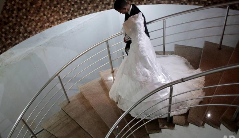 فتاة فلسطينية يمنعها والدها من العمل والتعليم والزواج وتناشد الحصول على حقوقها
