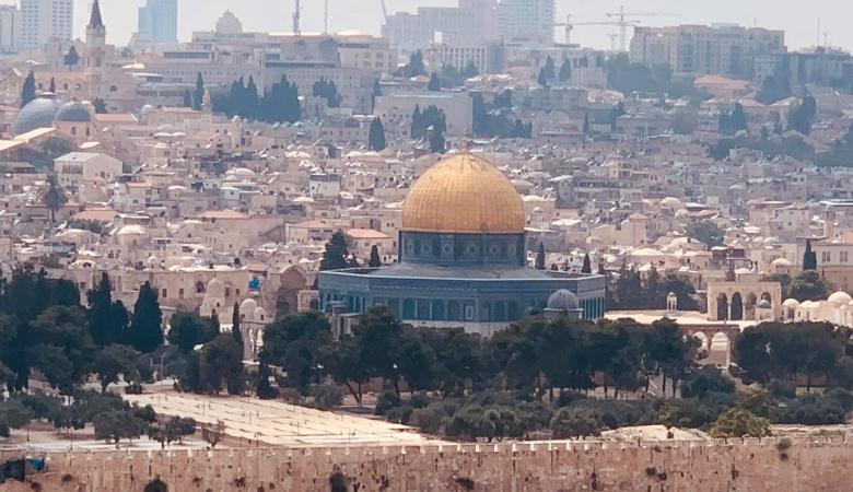 """الاردن : طابع بريدي يحمل شعار """"القدس عاصمة فلسطين """""""