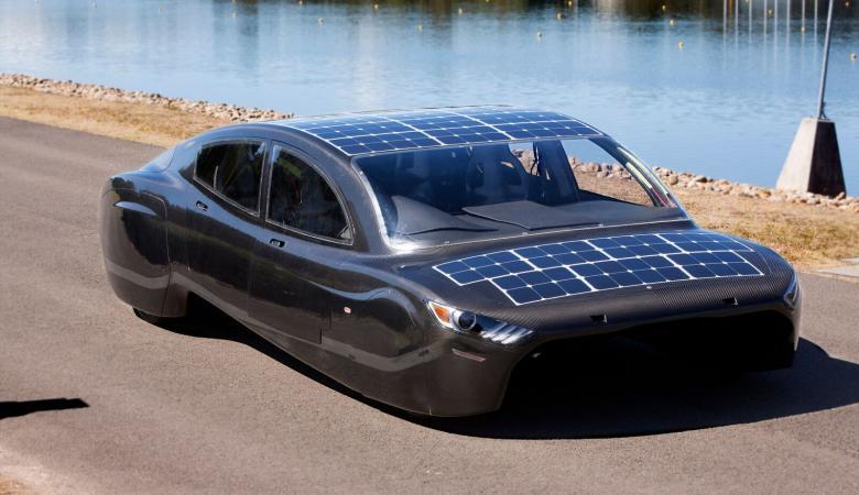 الكشف عن أول سيارة شمسية خارقة بسعر فلكي
