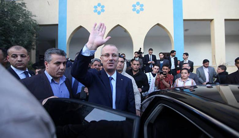 الحمد الله يغادر الى فرنسا على رأس وفد حكومي فلسطيني