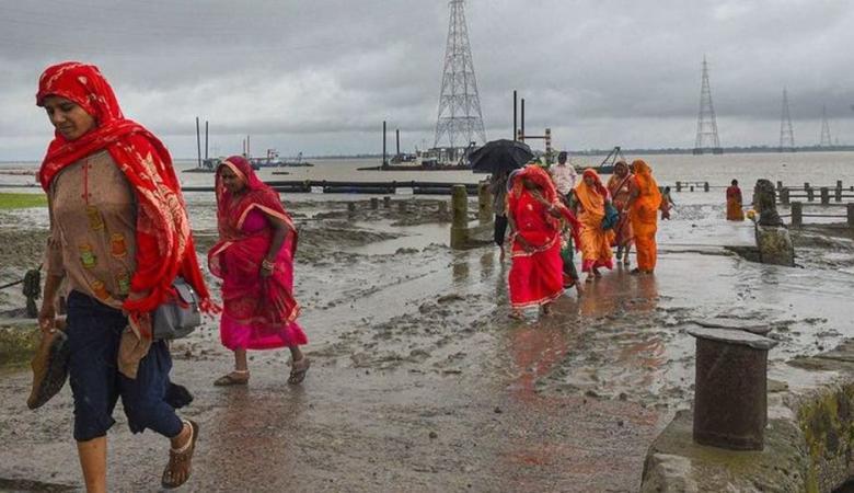 """إجلاء الآلاف في الهند وبنغلادش بسبب الإعصار """"بلبل"""""""