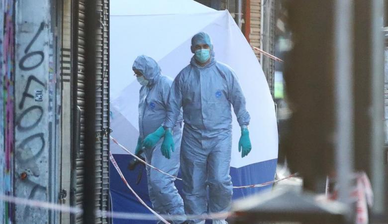 بعد اعتقاله.. منفذ الهجوم على المسجد في لندن يضحك ويوزع قبلات